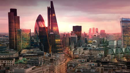 fachada : LONDON, UK - JANUARY 27, 2015: City of London, business and banking aria. Londons panorama in sun set. View from the St. Paul cathedral