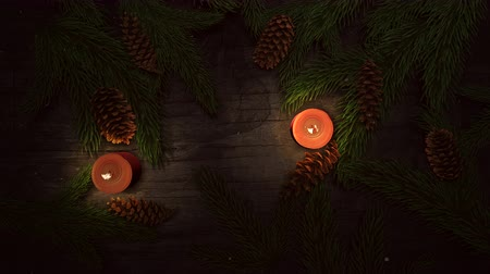 presentes : Animated close up Christmas candle and green tree branches on wood background. Luxury and elegant dynamic style template for winter holiday