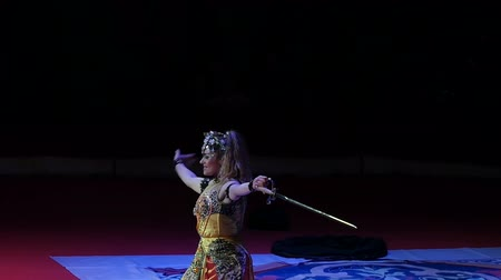 kılıç : ANAPA, RUSSIA - JULY 29, 2017: Speech of the circus performer as an oriental woman with a juggling sword