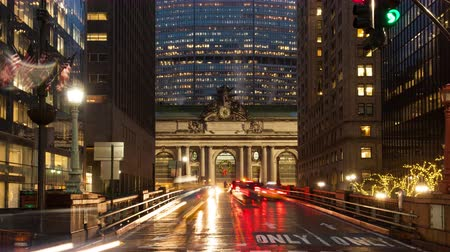 Time lapse shot of traffic going in front of Grand Central Terminal station in Manhattan, New York, USA Wideo