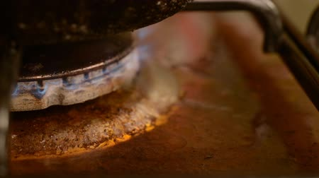 old maid : Dirty gas stove burners in kitchen room. The food boils out of the tank on the stove. Fat drips and smears the surface of the oven. The camera is static. Stock Footage