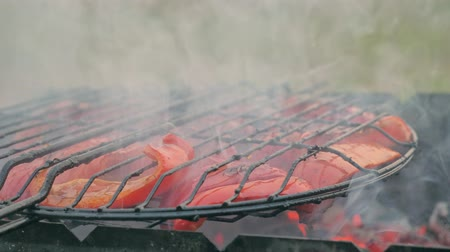 bolgár : Sweet red pepper on the grill. He is smoked on the bbq. A great vegetarian dish.