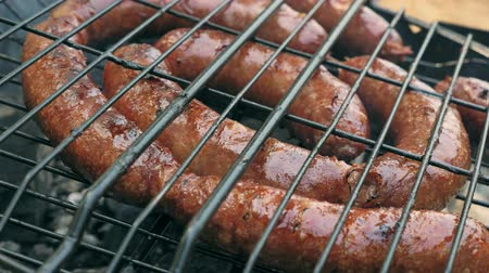 kükreme : Grilled sausages on bbq. Variety Original Nuremberg Rostbratwurst . Pork ground meat, dill, nutmeg, garlic, cardamom, marjoram in the natural gut. There are also other types: rostbratwurst, currywurst, bockwurst, bratwurst, thuringer rindswurst