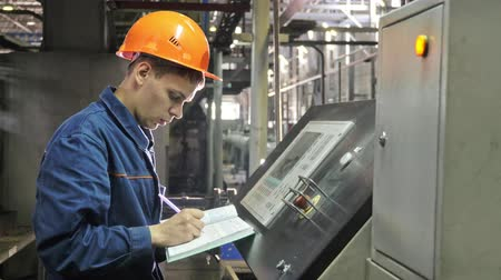 tubular : RUSSIA, ANGARSK - JUNE 8, 2018: Operator monitors control panel of production line. Manufacture of plastic water pipes of the factory. Process of making plastic tubes on machine tool with the use of water and air pressure. Stock Footage