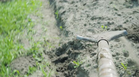 borowina : A shovel digs a trench and throws away the earth. First person view Wideo