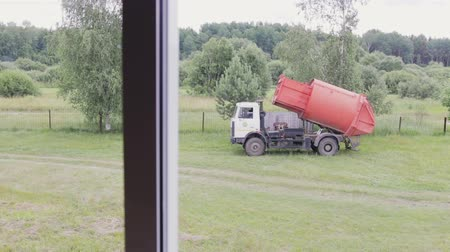 çöplük : Garbage truck removes garbage. The garbage container is lifted automatically. The view from the window Stok Video