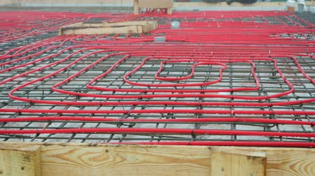 kaloryfer : Panorama of the network of pipelines of the floor heating system in the house, tied to the reinforcement on the concrete screed