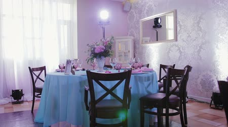 wed : Decoration of the hall and festive tables in pink and blue colors for wedding Banquet and other celebrations Stock Footage