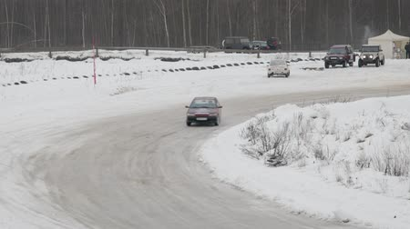 sporty zimowe : BOBRUISK, BELARUS-FEBRUARY 2, 2019: Sports car drifting on snow-covered terrain. Rally cross on ice