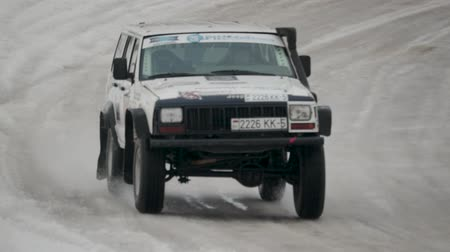 zatáčka : BOBRUISK, BELARUS-FEBRUARY 2, 2019: Sports car drifting on snow-covered terrain. Rally cross on ice