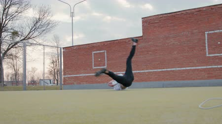 baile : Young b-boy dancing Break dance. Street dancer on the Playground shows his skills Archivo de Video