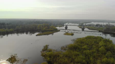 żelazko : Aerial view of the panorama of the metal railway bridge over the picturesque river. Beautiful nature of Eastern Europe
