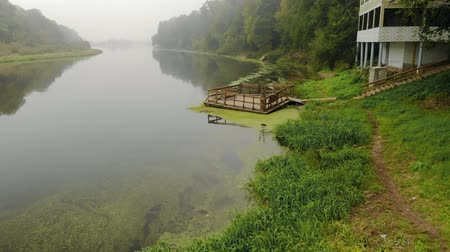residencial : Hotel house on the river Bank, wooden pier, left for the winter on a cloudy day. Top view of the picturesque panorama of the beauty of nature