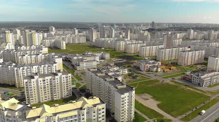 raam : Aerial: panorama of a residential area with new buildings of apartment buildings on a Sunny summer day. The concept of housewarming, low-cost own housing