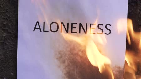 palavras : flaming word aloneness slow motion