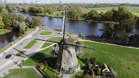 favori : Aerial moving beautiful mill in the countryside near the river. Amsterdam, Netherlands Stok Video
