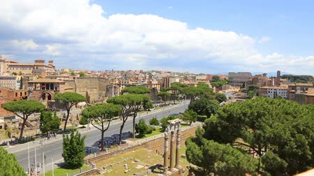 palatine : View of via the forums holes and the colosseum from the victorian. Italy. Rome.