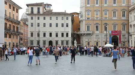 bernini : May 12, 2018, Rome, Italy. Tourists at Piazza Navona in Rome. Tourists and street artists in Piazza Navona. Crowd of visitors to Piazza Navona. Stock Footage