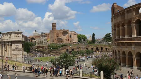imperador : June 9 2018, Rome, Italy. Crowd of tourists visiting the Colosseum in Rome. Video of the Colosseum. The Colosseum and the Roman Forum. Stock Footage