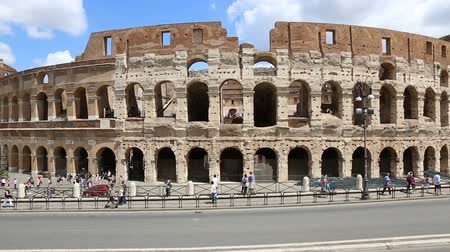 imparator : June 9 2018, Rome, Italy. Crowd of tourists visiting the Colosseum in Rome. Video of the Colosseum. The Colosseum and the Roman Forum. Stok Video