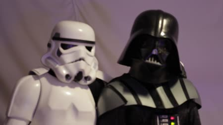 caráter : Stormtrooper and Darth Vader posing for a photo shoot. Star Wars.