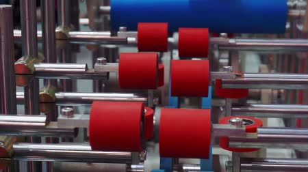 rolki : empty roller conveyor in a factory. close-up. shallow depth of field. Wideo