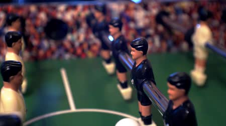 tekmeleme : Games, entertainment, hobbies and leisure. Football for the kicker with miniature players. Foosball with plastic figures. Indoor table football - a game in the office. Close-up. Shallow depth of field