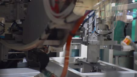 emme : automated line produces plastic cups
