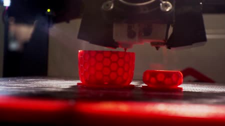 stampaggio : 3D printer prints the detail close-up.