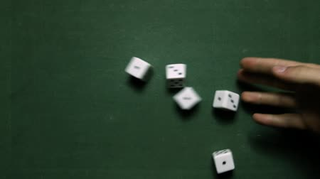 удачливый : Poker Dice rolling full-house on one and three