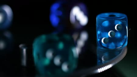 покер : Game of Reflections on dice rotate screensaver for casinos Стоковые видеозаписи