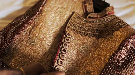 bengali : Indian groom takes on his wedding suit