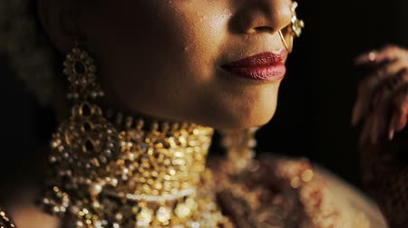 prepairing : Red lips of gorgeous Indian bride Stock Footage