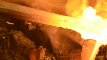 kowal : blacksmith working on a steel knife a series of 8 videos Wideo