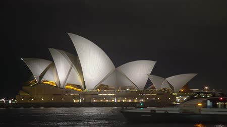 lung : Sydney Opera House on the Sydney Harbor at night