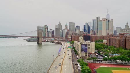 império : Financial district skyline or downtown New York with the Brooklyn bridge Stock Footage