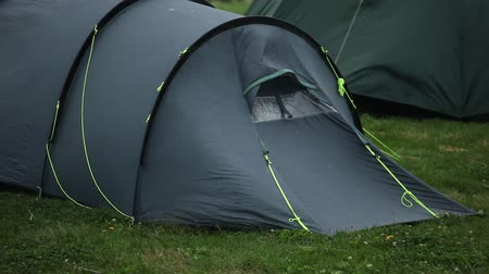 sátor : Travel tent - protection from wind and rain. Stock mozgókép