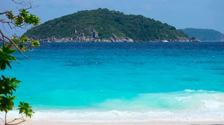 Пхукет : Similan Islands on Andaman sea. Timelapse.