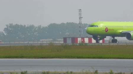 hava otobüsü : S7 Airlines Airbus A-320 running to take off from Tolmachevo airport, Novosibirsk, Russia