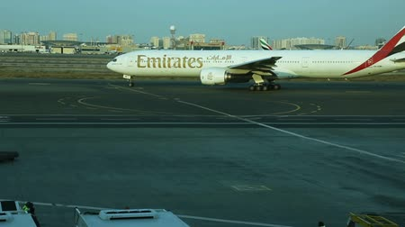 jato : Emirates Boeing 777 aircrafts in the Dubai International Airport.