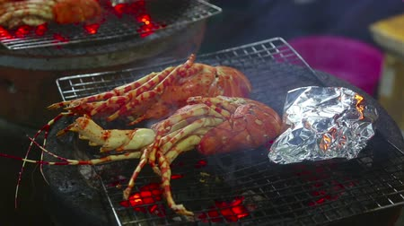ıstakoz : Lobsters on the grill Stok Video