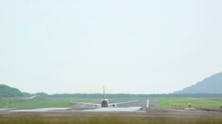 Пхукет : Airplane take-off, International Phuket Airport, Thailand