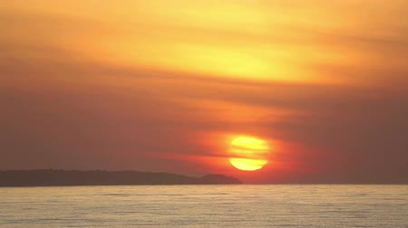 mar vermelho : Time-lapse of sunrise over ocean, Mui Ne, Vietnam