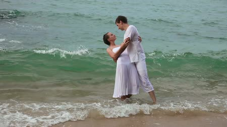 casal heterossexual : Couple in ocean Stock Footage