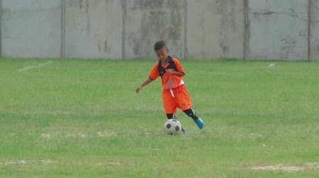 sport dzieci : Little football player on the training
