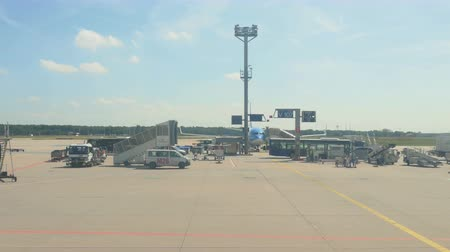 авиация : Frankfurt Airport apron traffic