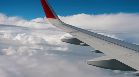 aeroespaço : Wing of airplane on sky and cloud on moving Stock Footage