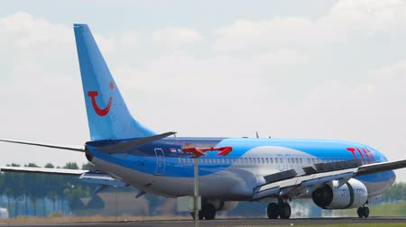 airplane : TUI Fly Boeing 737 landing