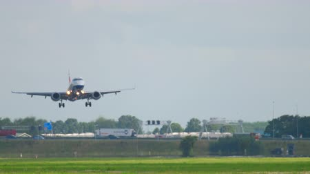 gêmeo : British Aairways Embraer 190 landing