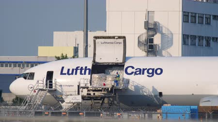 md : Airfreighter near cargo terminal